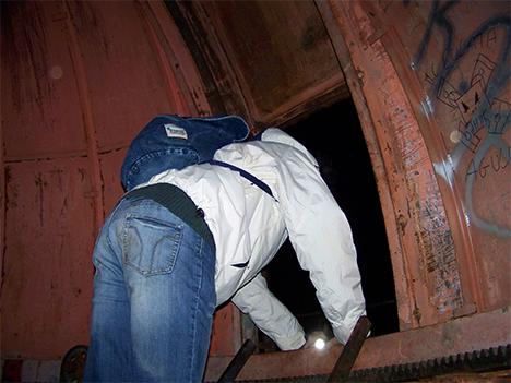 Miguel angel subiendo por la escalerilla