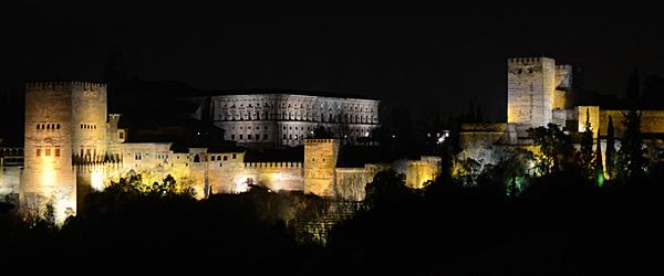 la-alhambra-de-noche