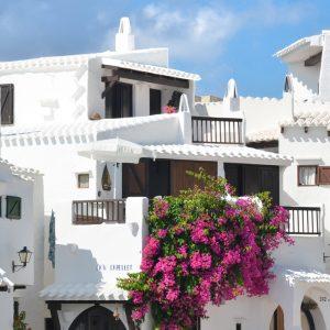12 dos melhores hotéis para dormir barato em Menorca